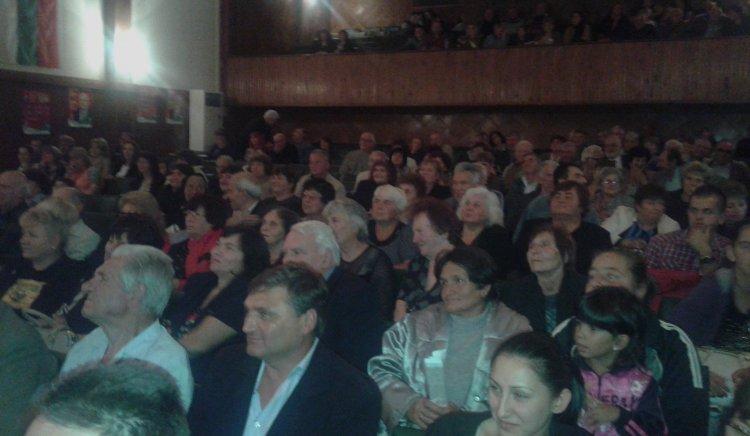 Янаки Стоилов: Няма друга бариера пред разграбването на България,освен БСП