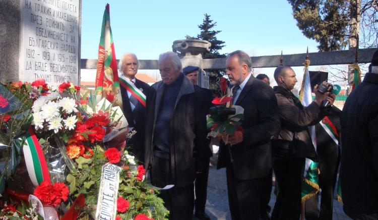 Славчо Велков поднесе цветя на паметника на загиналите от 27-ми Чепински полк
