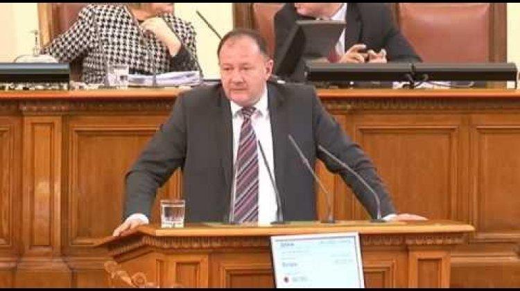 Миков към Калфин: Дясната ви политика обрича България
